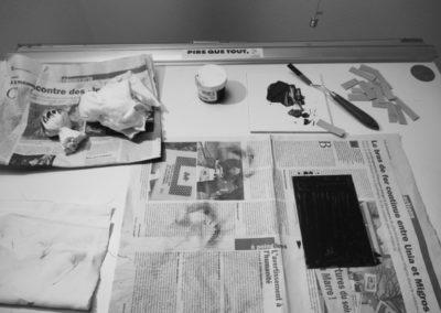 Plaque gravée sur cuivre encrée. L'étape suivante est l'essuyage pour pouvoir ensuite imprimer l'estampe.