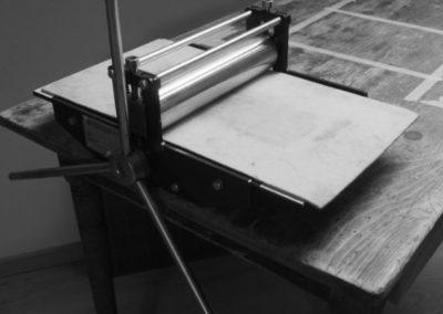 presse à rouleaux petit format, utilisée pour l'impression d'estampes.