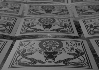 estampes cartes de noël en train de sécher.