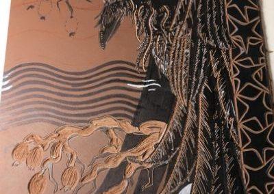 Plaque de lino en cours de gravure